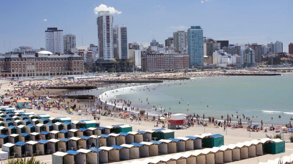 Temporada de verano: Mar del Plata les exigirá un hisopado previo a los turistas