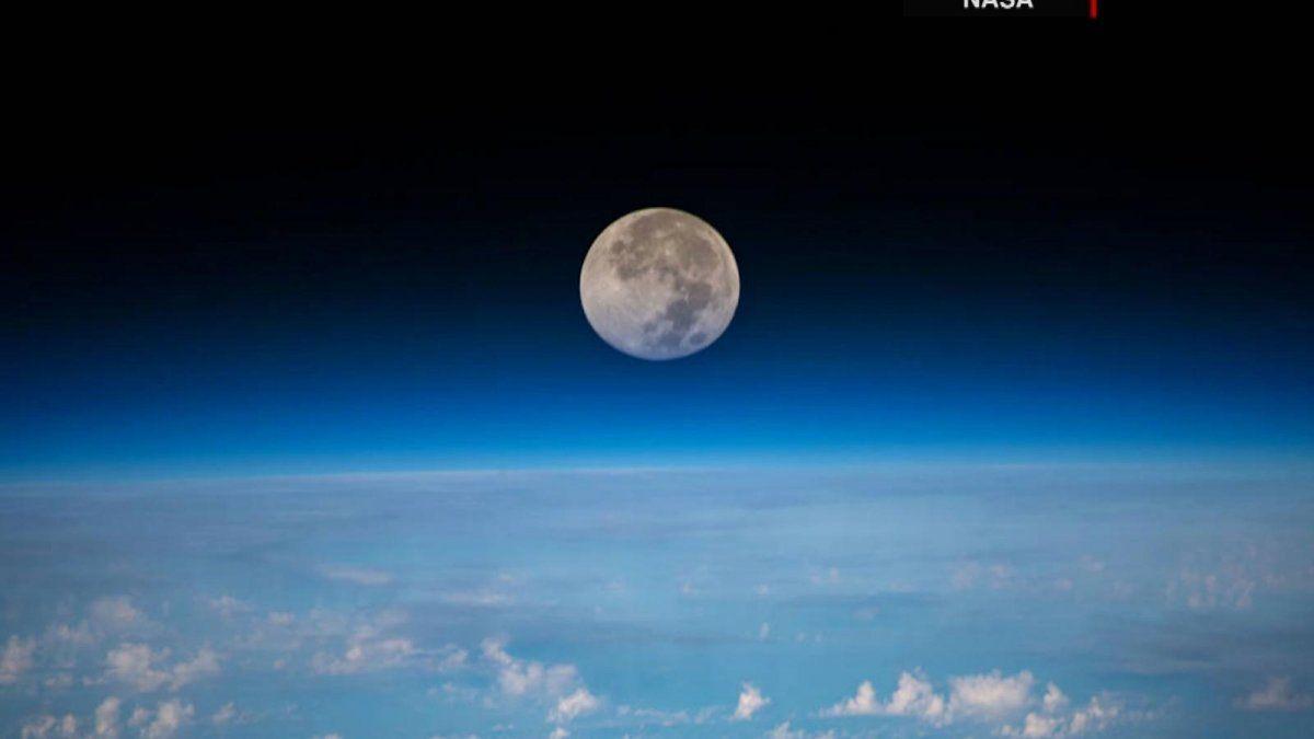 ¿Qué efectos tendría en la tierra el bamboleo de la órbita de la luna?