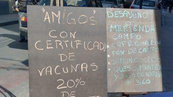 Vacunación obligatoria y estrategias comerciales en medio de la crisis