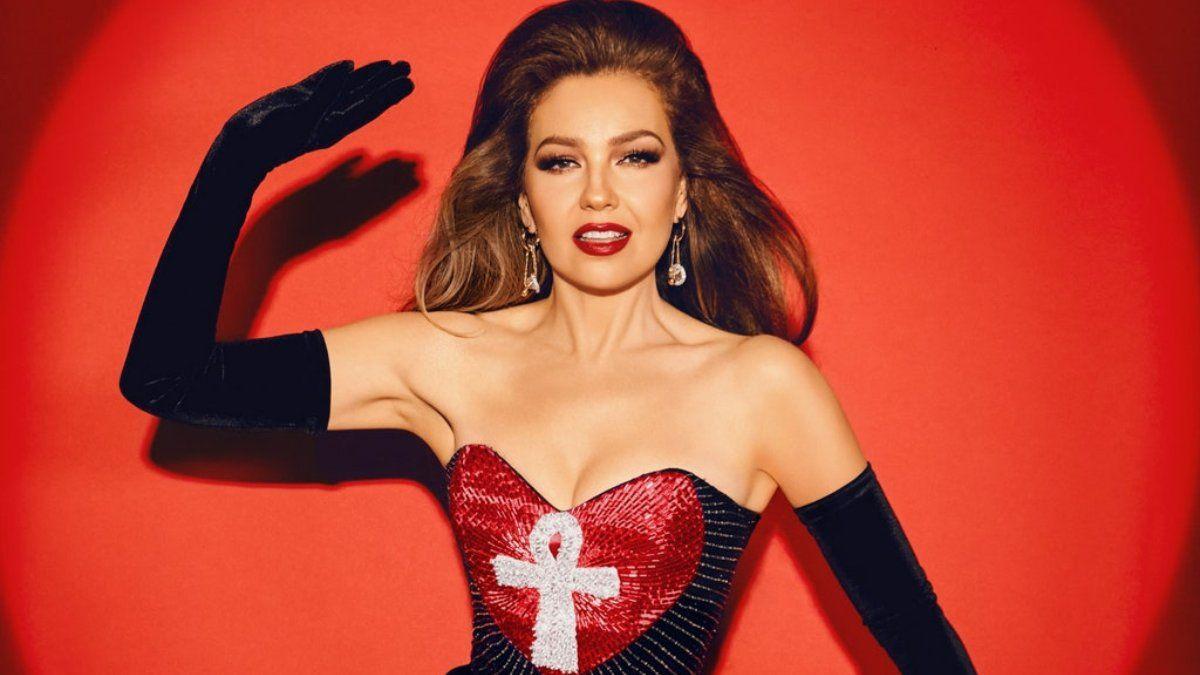 Thalia recrea looks icónicos de los noventa en 2021 para Vogue
