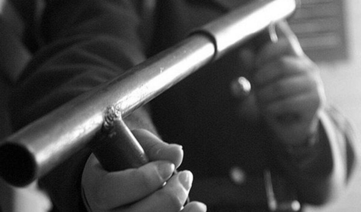 Detuvieron a un conocido delincuente en plena calle con un arma tumbera