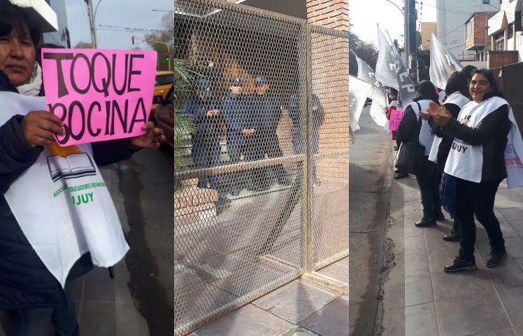 Docentes protestan frente al Ministerio de Educación