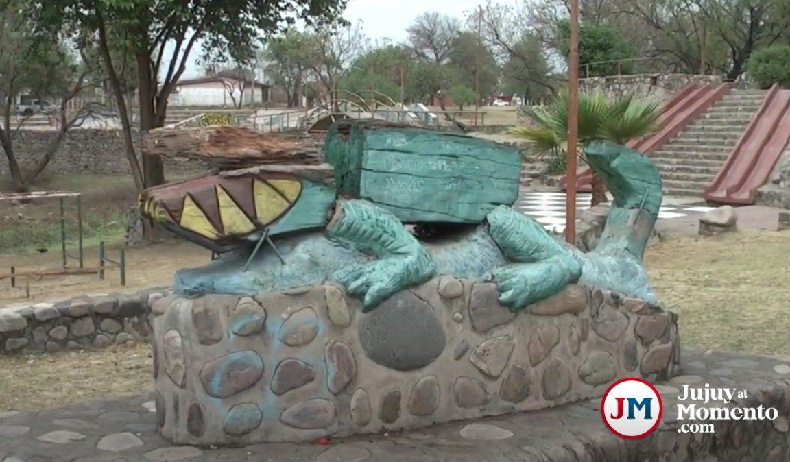Dañinos en Palpalá: rompieron y quemaron una escultura
