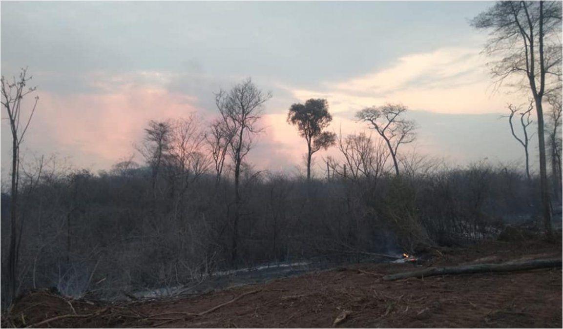 En Jujuy, siguen siendo tres los incendios que no se logran extinguir