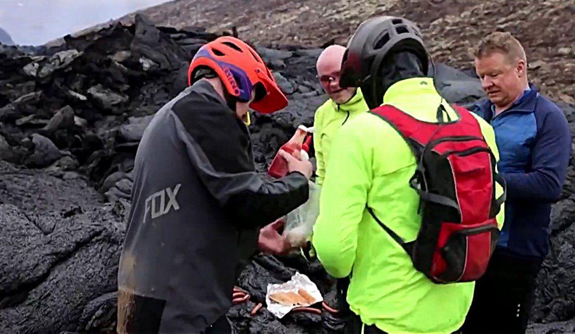 Preparan panchos con lava de volcán en Islandia