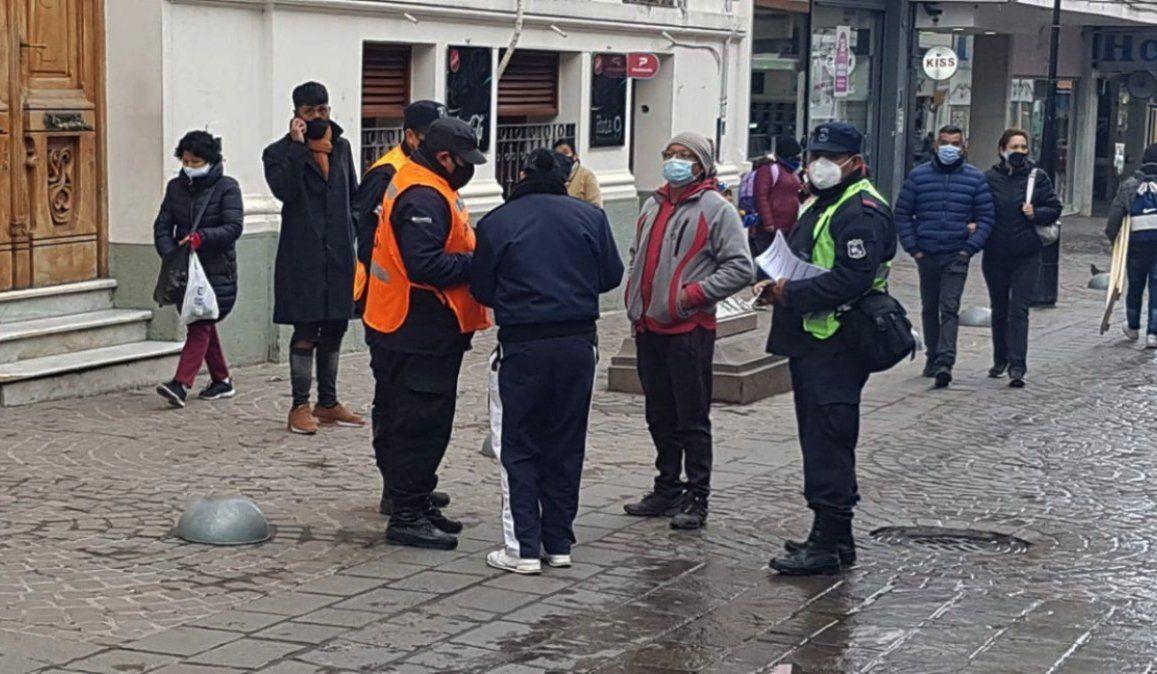 125 jujeños multados por usar mal el barbijo y 112 por circular fuera de horario