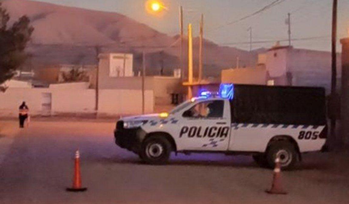 Policía detenido por golpear a su novia y a su suegra