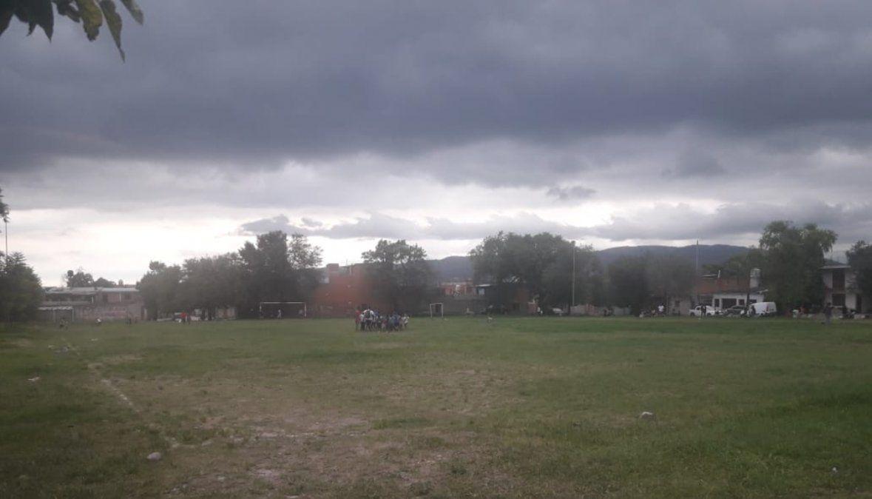 Pretenden construir un colegio secundario en la cancha de fútbol de Campo Verde