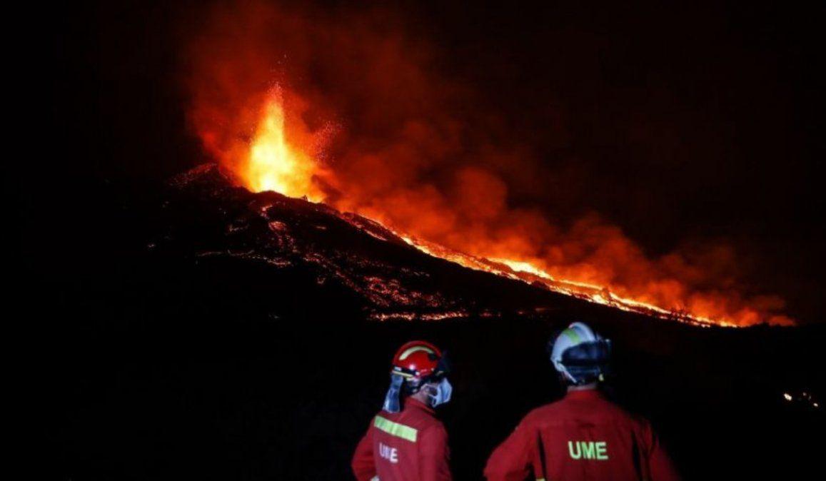 No cesa la erupción del volcán La Palma: nueva colada a metros del mar
