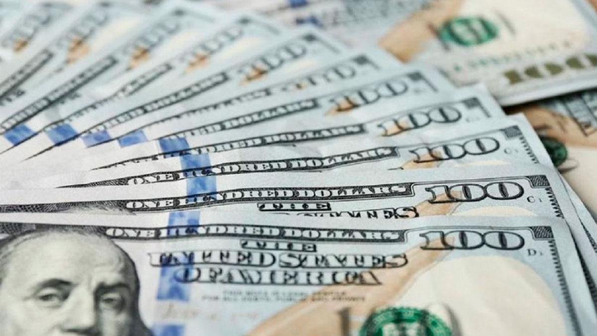 El dólar bajó y quedó debajo de los 63 pesos