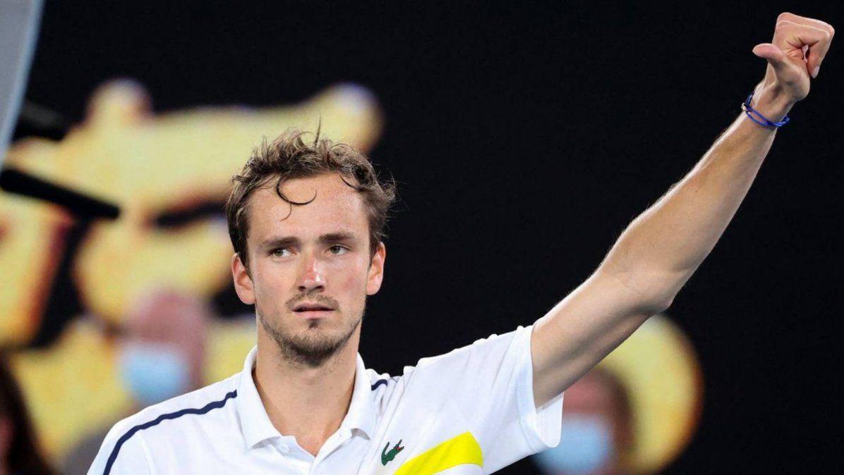 Medvedev venció a Tsitsipas y chocará con Djokovic en la final