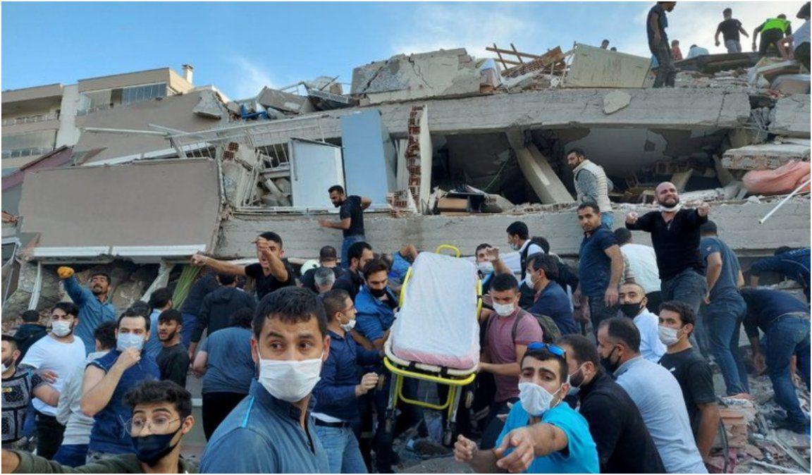 Fuerte terremoto provocó un tsunami y sacudió Grecia y Turquía