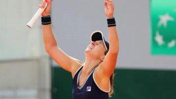 Gran victoria de la argentina Nadia Podoroska en Roland Garros